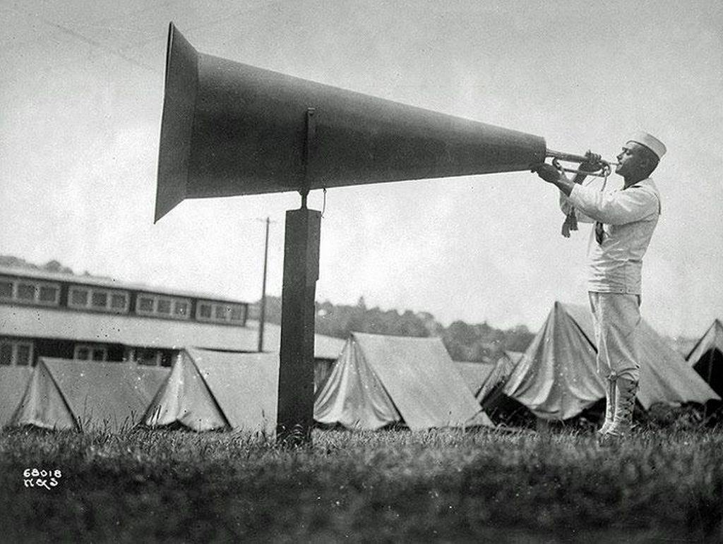 1917_igy_fujtak_az_ebresztot_egy_seattle-i_kikepzotaborban.jpg