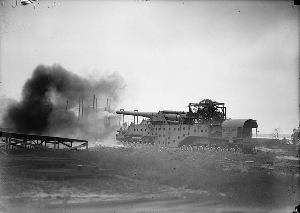 1919_az_amerikai_hadsereg_szamara_kifejlesztett_vasuti_359_mm-es_agyu_a_sok_tengely_az_egyenletesebb_sulyelosztas_miatt_van.jpg