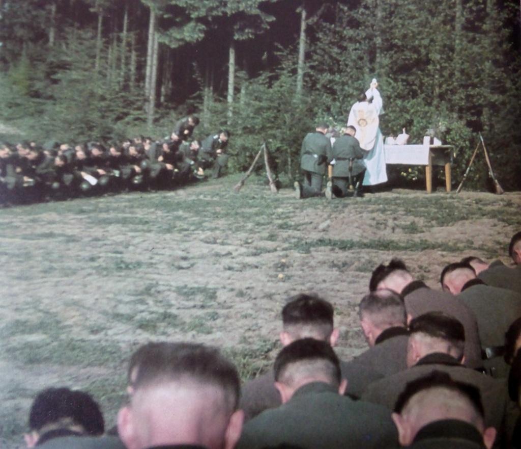 1941_osztaly_a_wehrmacht_a_katolikus_liturgia_elott_az_invazio_a_szovjetunio_1941-ben_a_harmadik_birodalom.jpeg