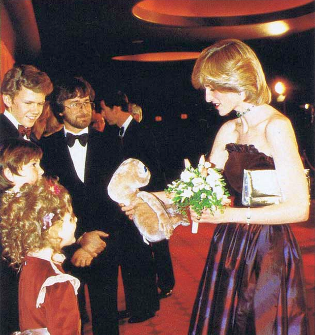 1982_princess_diana_getting_an_e_t_-doll_from_drew_barrymore_henry_thomas_robert_macnaughton_and_steven_spielberg_at_the_london_premiere_of_e_t.png
