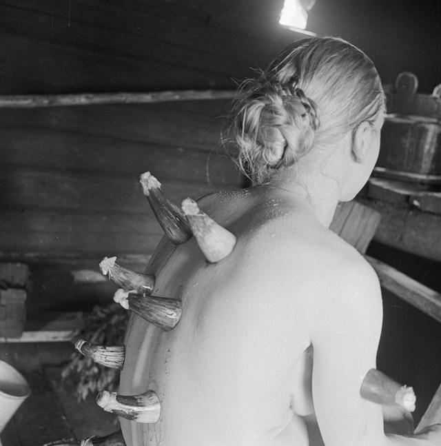 1935_a_hagyomanyos_orvoslas_a_szaunaban_1935-ben_finnorszag.jpeg
