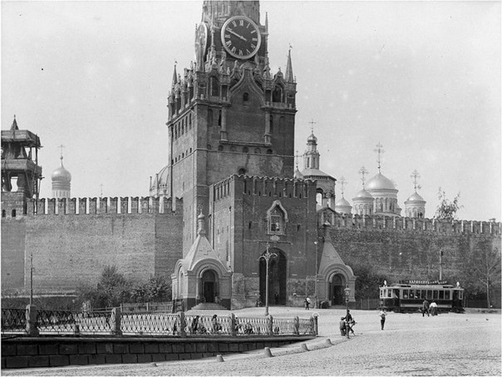 1927_1909-tol_1930-ig_meg_villamos_jart_a_voros_teren.jpg
