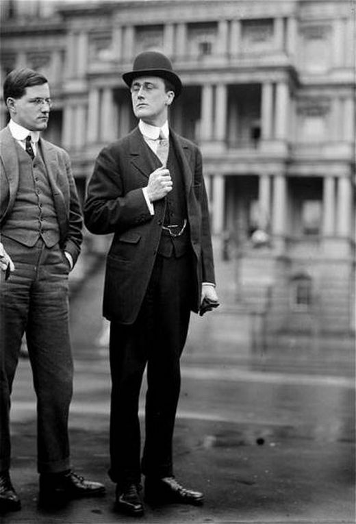 1913_franklin_delano_roosevelt_with_a_friend.jpg