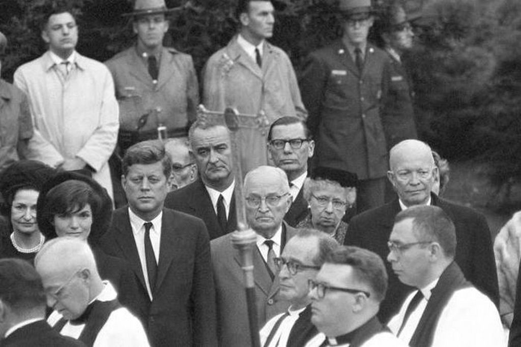 1962_former_us_presidents_harry_truman_and_dwight_d_eisenhower_join_current_president_john_f_kennedy_and_his_vice_president_and_future_president_lyndon_johnson_at_eleanor_roosevelt_s_funeral.jpg