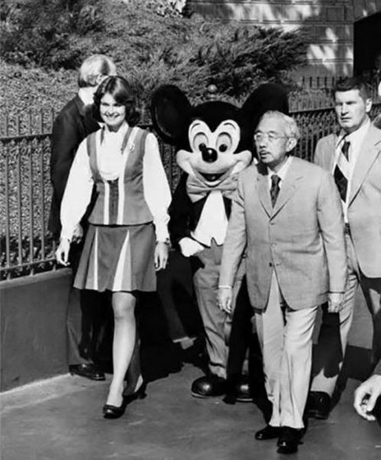 1975_emperor_of_japan_hiro_hito_in_disneyland.jpg