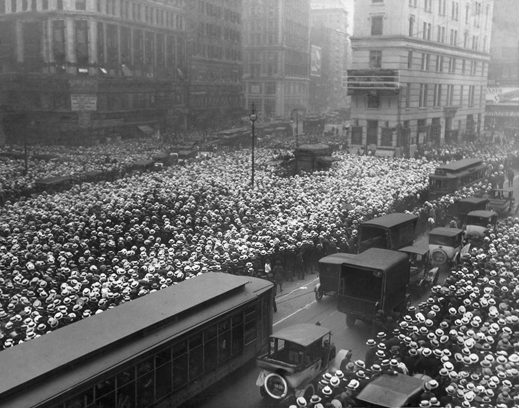 1921_tobb_mint_10_000_ember_megvartak_kuzdelem_bokszolo_jack_dempsey_es_georges_carpentier_new_york_usa.jpeg