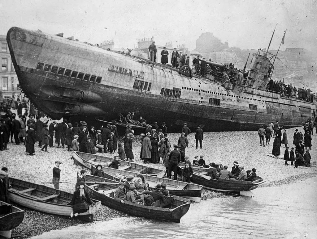 1919_nemet_tengeralattjaro_sm_u-118_a_strand_hastings_1919_uk.jpeg