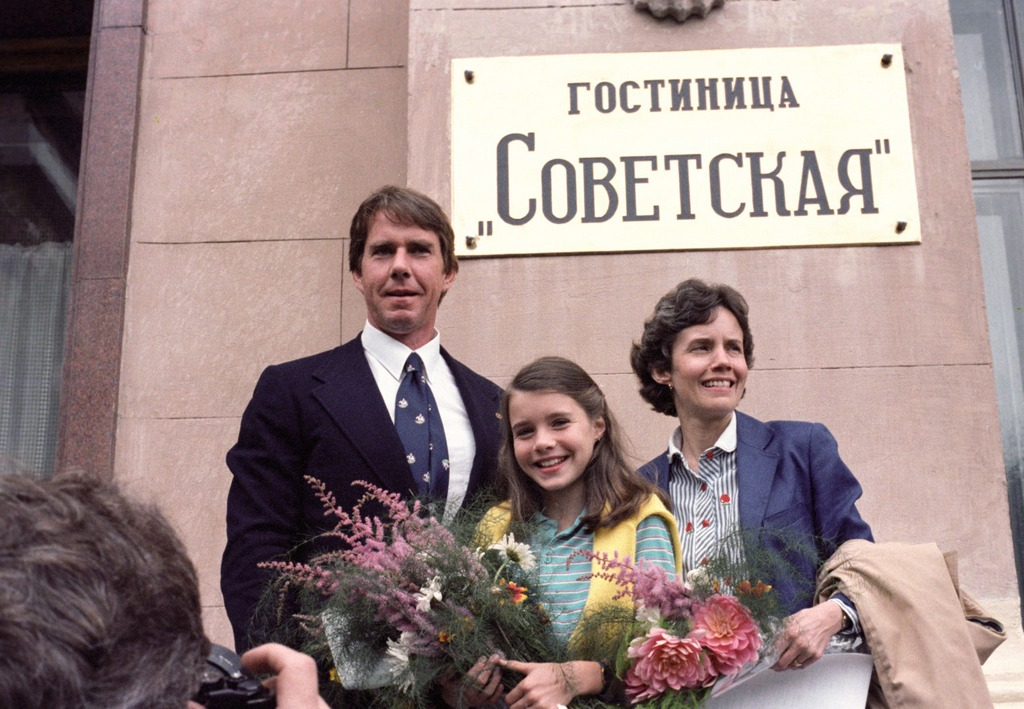 1983_samantha_smith_szuleivel_1983-ban_moszkvaban.jpeg
