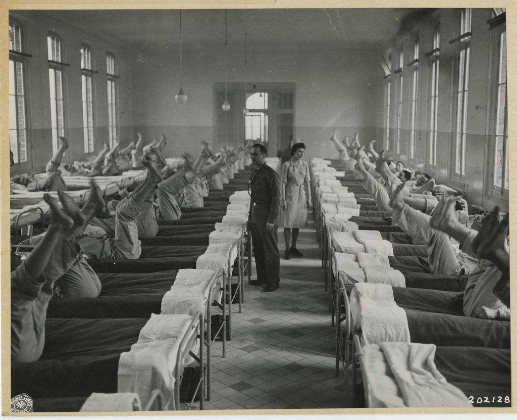 1945_a_loveszarok-labnak_nevezett_betegsegben_szenvedok_rehabilitacioja_franciaorszagban.jpeg