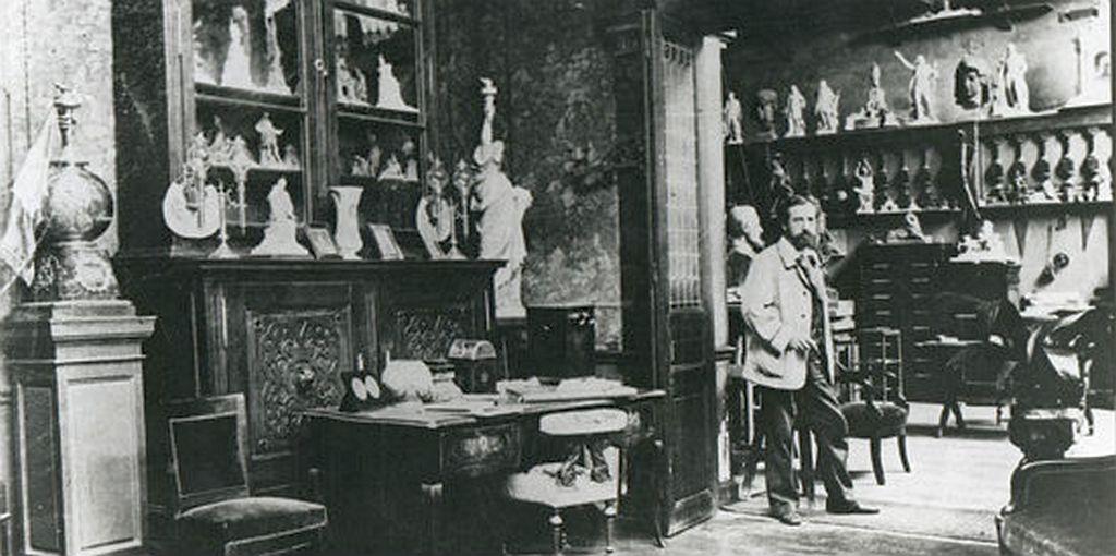 1879_auguste_bartholdi_a_new_york-i_szabadsag_szobor_alkotoja_muhelyeben.jpg