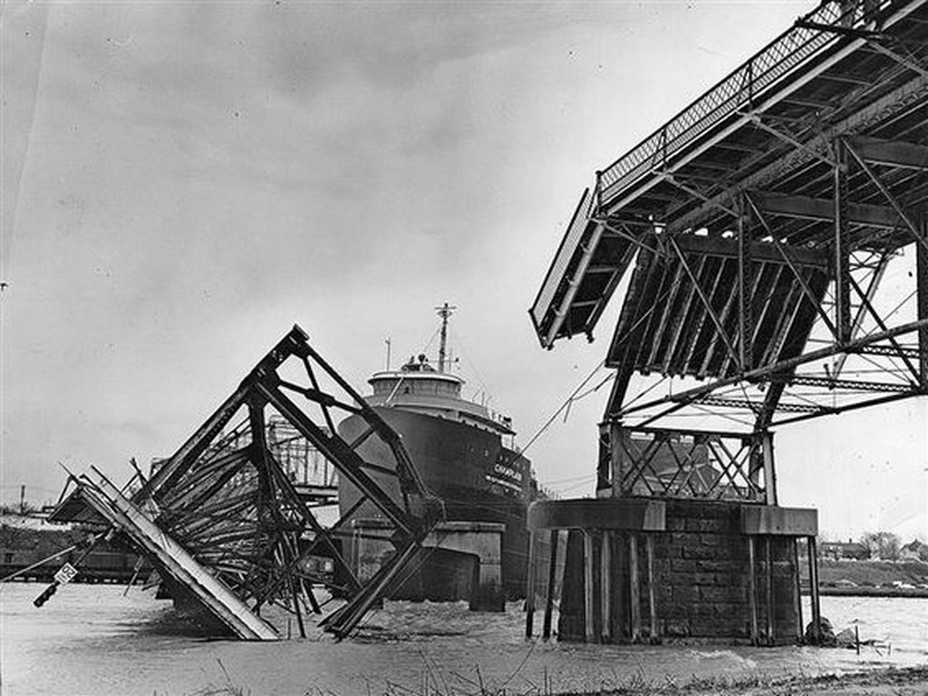 1957_toledo_oh_bridge_spanning_maumee_river_destroyed_by_8_700-ton_lake_freighter.jpg