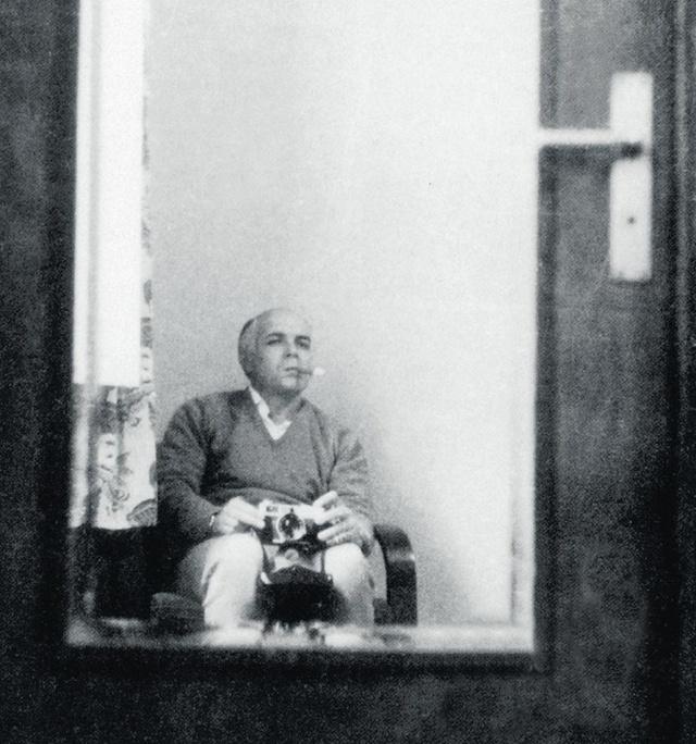 1966_a_bald_che_guevera_takes_a_selfie_in_la_paz_bolivia_november_3.jpg