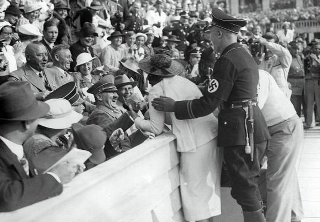 1936_hitler_reacts_to_kiss_from_excited_american_woman_at_the_berlin_olympics_august_15.jpg