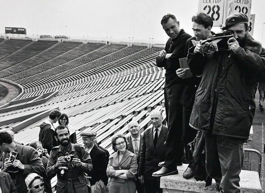 1963_fidel_castro_egy_stadion_leningradban.jpg