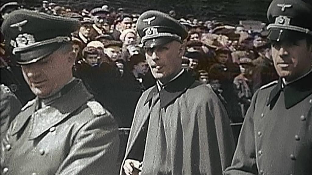 1941_majus_1_nemet_tisztek_vendegkent_moszkvaban_a_majus_1-i_felvonulason_ket_honapon_belul_megtamadtak_a_szovjetuniot_cr.jpg