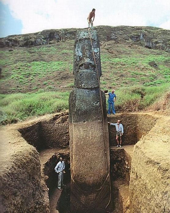 1955_easter_island_heads_have_bodies.jpg