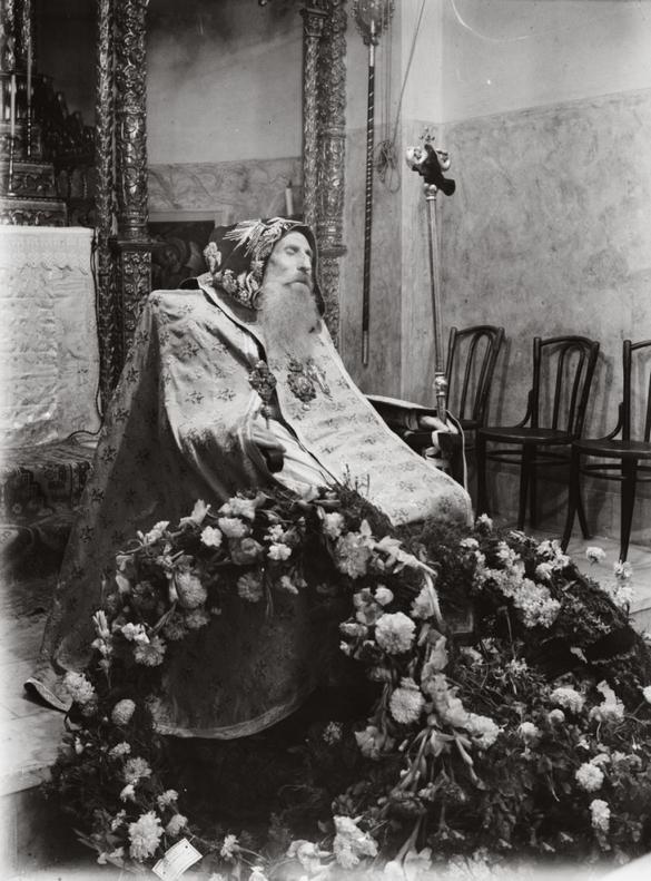 1940-46_kozott_syrian-bishop-burial_-jerusalem-c_-1940-1946.jpg