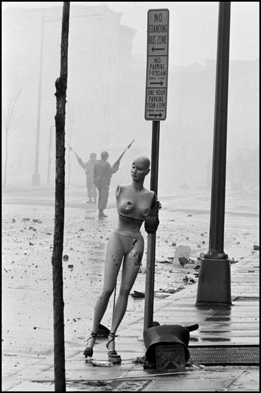 1968_aprilis_6_washington-d_c_-1968_-aftermath-of-the-riots-the-morning-after-the-assassination-of-martin-luther-king-jr_-leader-of-the-civil-rights-movement_-by-burt-glinn.jpg