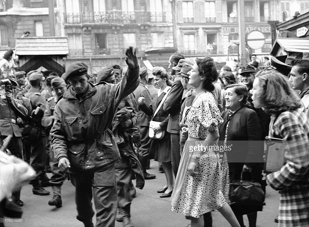 1944_parizsi_kikopi_a_fogsagban_tartott_brit_1944-ben_franciaorszagban.jpeg