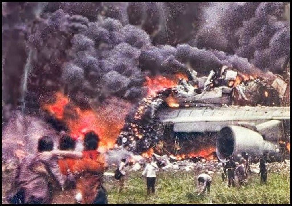 1977_the_tenerife_collision_the_worst_plane_accident_in_history.jpg