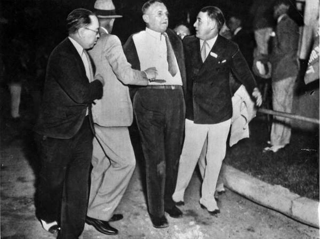 1933_februar_15_chicago_mayor_anton_cermak_moments_after_he_had_been_shot_at_a_political_rally_in_miami_florida.jpg