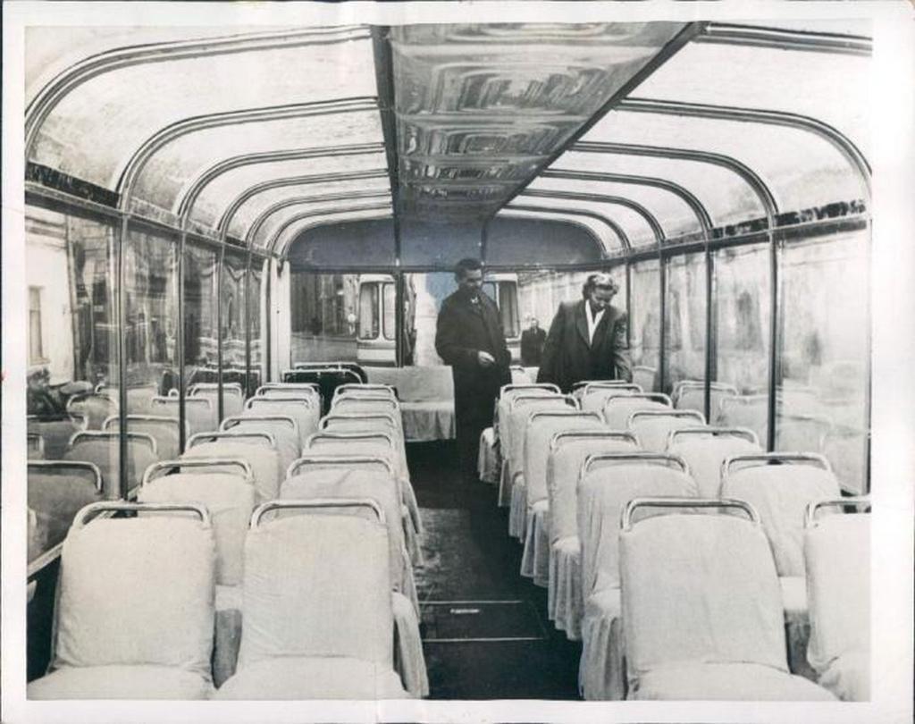 1955_szvarz-tbesz_tipusu_szovjet_trolibusz_a_nyithatatlan_ablaku_varosi_jarmu_kulonlegessege_a_plusz_kilatast_nyujto_hajlitott_panoramaablakok.jpeg