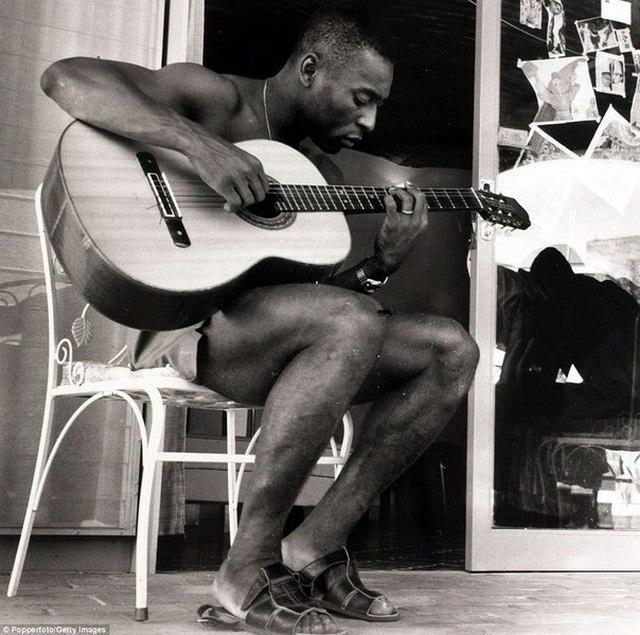 1970_pele_gitarozik.jpg