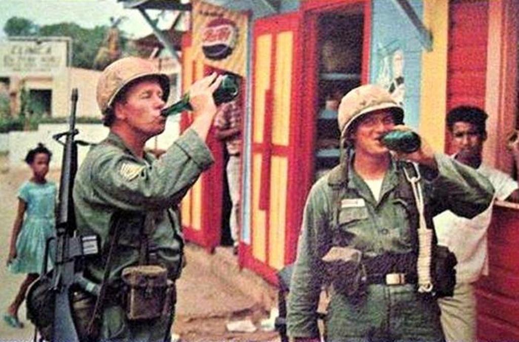 1965_us_marines_a_beavatkozas_soran_a_dominikai_koztarsasagban_1965_santo_domingo.jpeg