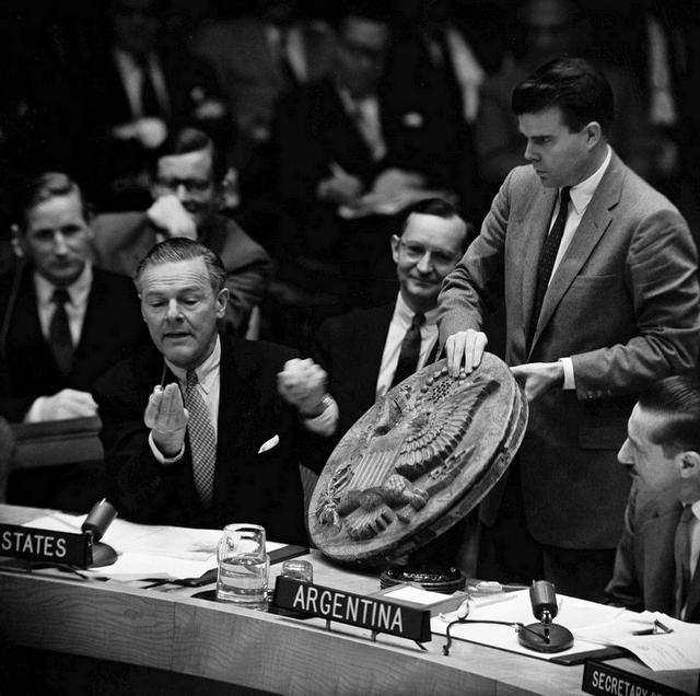1960_az_egyesult_nemzetek_szervezete_az_ensz-ben_henry_cabot_lodge_szovjet_bug_mutat_be.jpeg