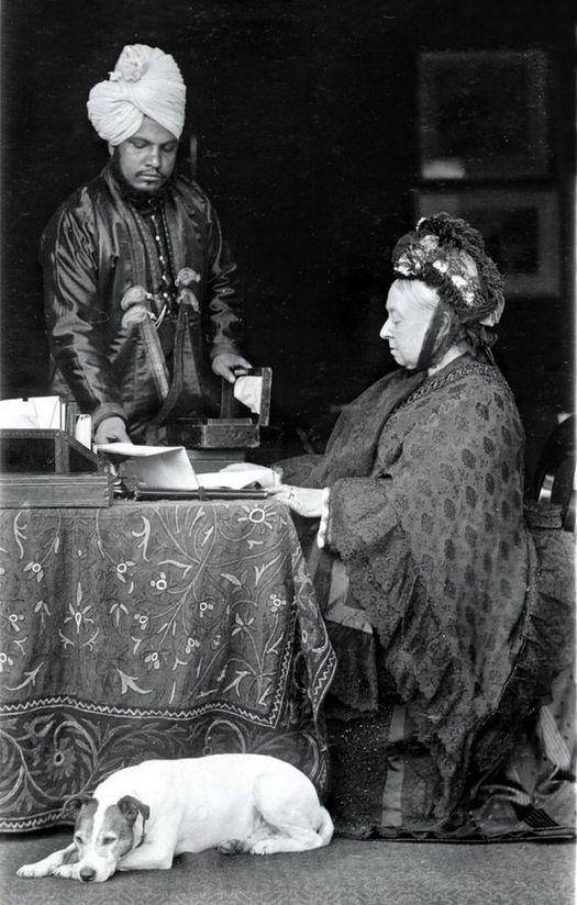 1896_korul_queen_victoria_with_her_indian_servant_abdul_karim.jpg