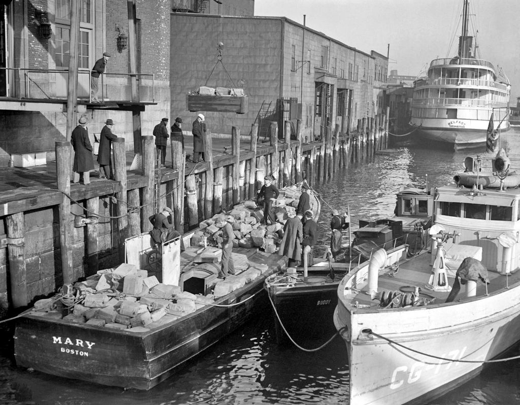 1932_rum_runner_mary_seized_with_175_000_in_liquor_in_dorchester_bay_brought_in_to_boston_waterfront.jpg