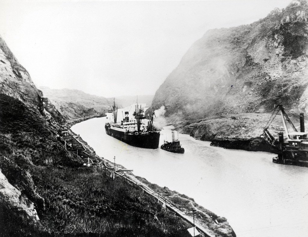 1914_augusztus_15_the_ss_ancon_the_first_ship_to_pass_through_the_panama_canal.jpg