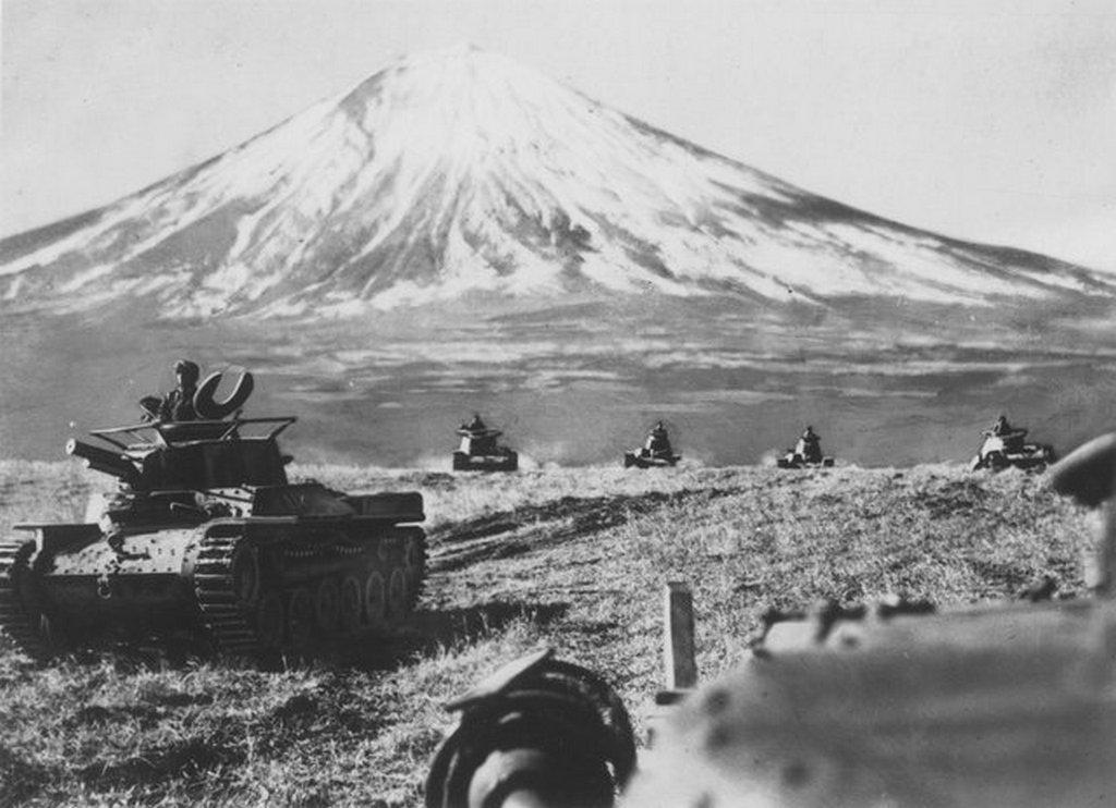 1940_a_haditengereszeti_iskolak_kadetjai_a_fujiyama_kozeleben_levo_97-es_tartalyok_oktatoosztalya_alatt_japan.jpg