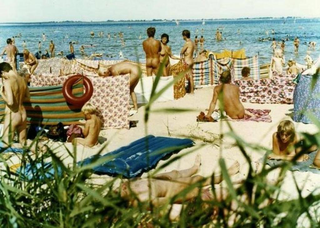 1984_nudista_strand_augusztus_1984_mecklenburg-nyugat-pomerania_ddr.jpeg