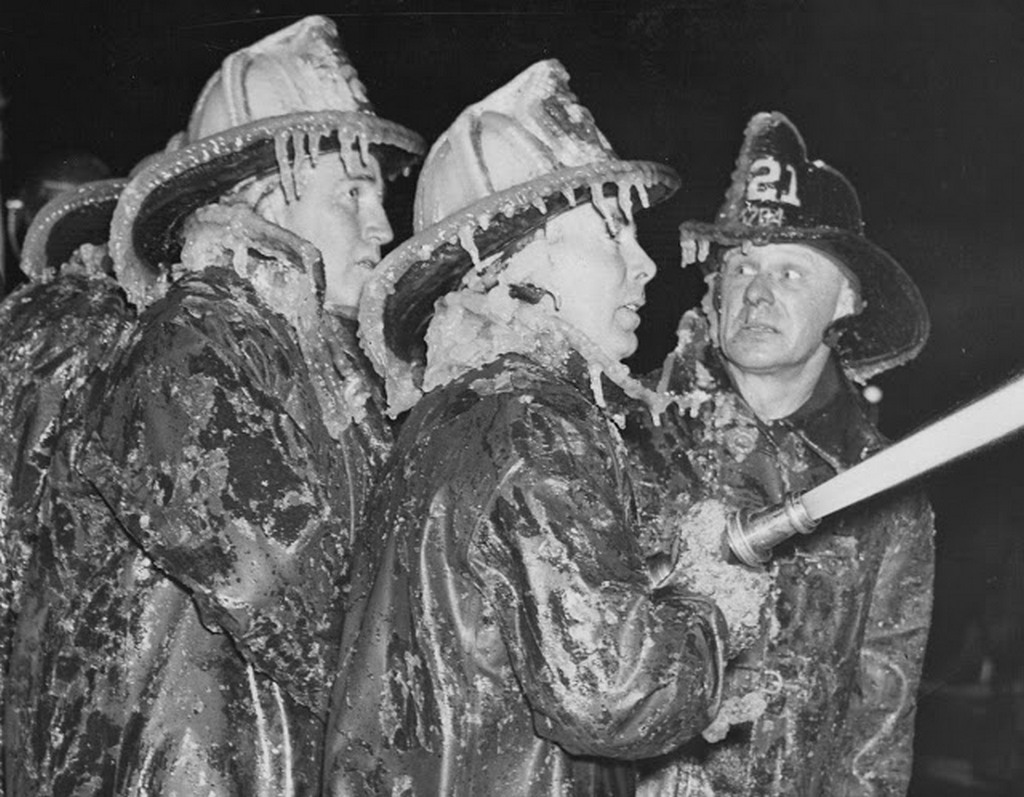 1940_ice_sheathed_firemen_at_coney_island_new_year_s_eve_fire.jpg