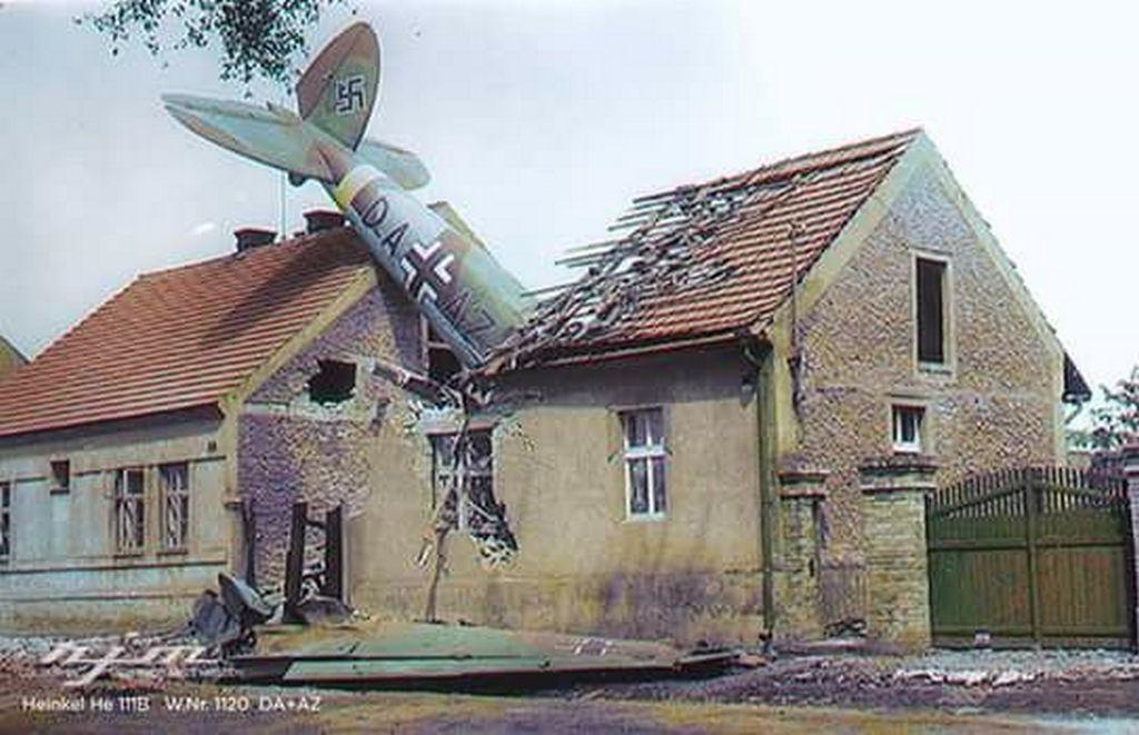 1941_julius_gyakorlorepules_kozben_szerencsetlenul_jart_nemet_heinkel_a_cseh_jenecek_kozsegben.jpg