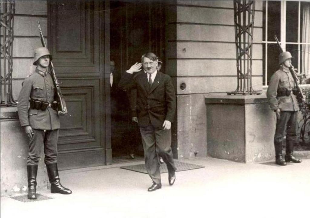 1933_adolf_hitler_a_reich_kancellaria_regi_epuletebol_1933-bol_berlinbol_szarmazik.jpeg