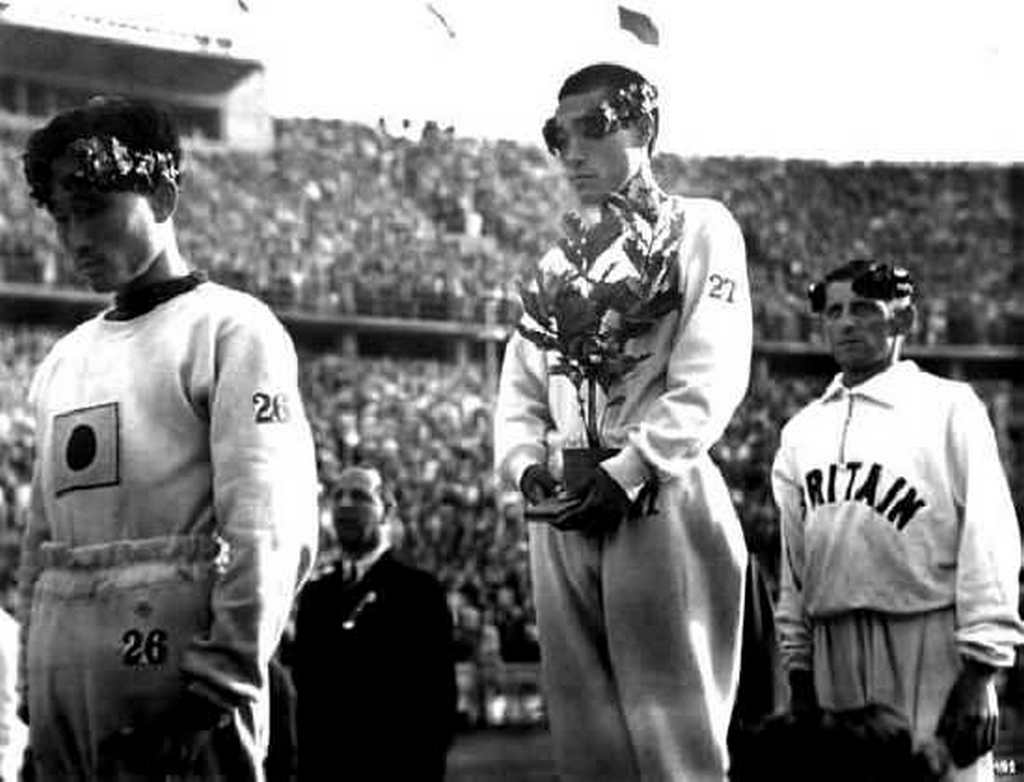 1936_gijeong_son_a_korean_marathon_runner_hides_the_japanese_flag_on_his_chest_with_a_sapling_tree_after_achieving_1st_place_in_the_berlin_olympics.jpg
