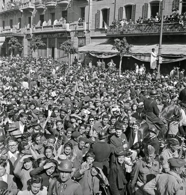 1943_crowded_street_scene_in_tunis_celebrating_the_axis_defeat_in_tunisia.jpg