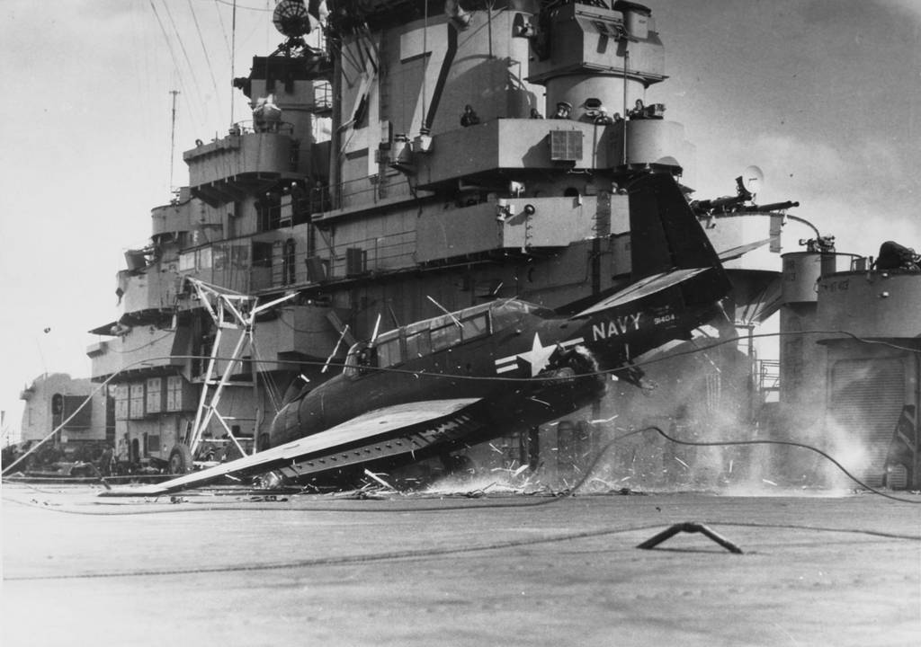 1951_gm_tbm-3e_avenger_crashes_into_the_barrier_while_landing_on_board_uss_philippine_sea_during_operations_in_the_korean_war_zone_cr.jpg