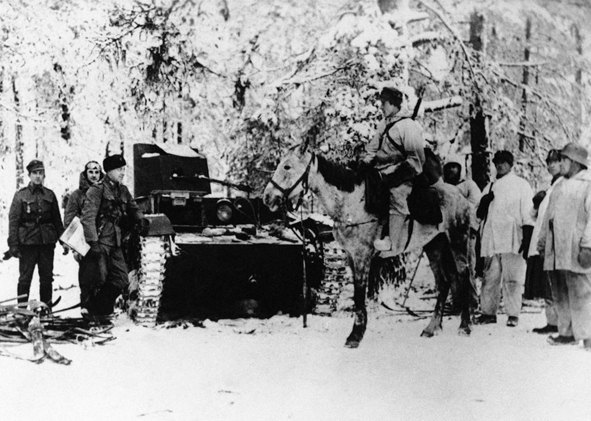 1941_januar_10_finnish_troops_reporting_the_capture_of_a_russian_tank_in_the_snow-covered_forest_on_the_eastern_front_the_russians_lost_more_than_300_tanks_in_the_first_month_of_the_russo-finnish_war.jpg