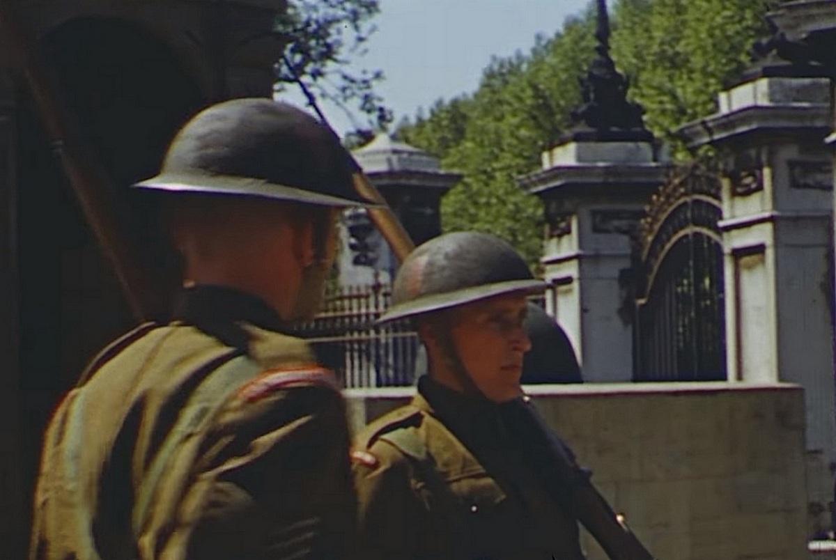 1944_buckingham_guards_in_uniform.jpg