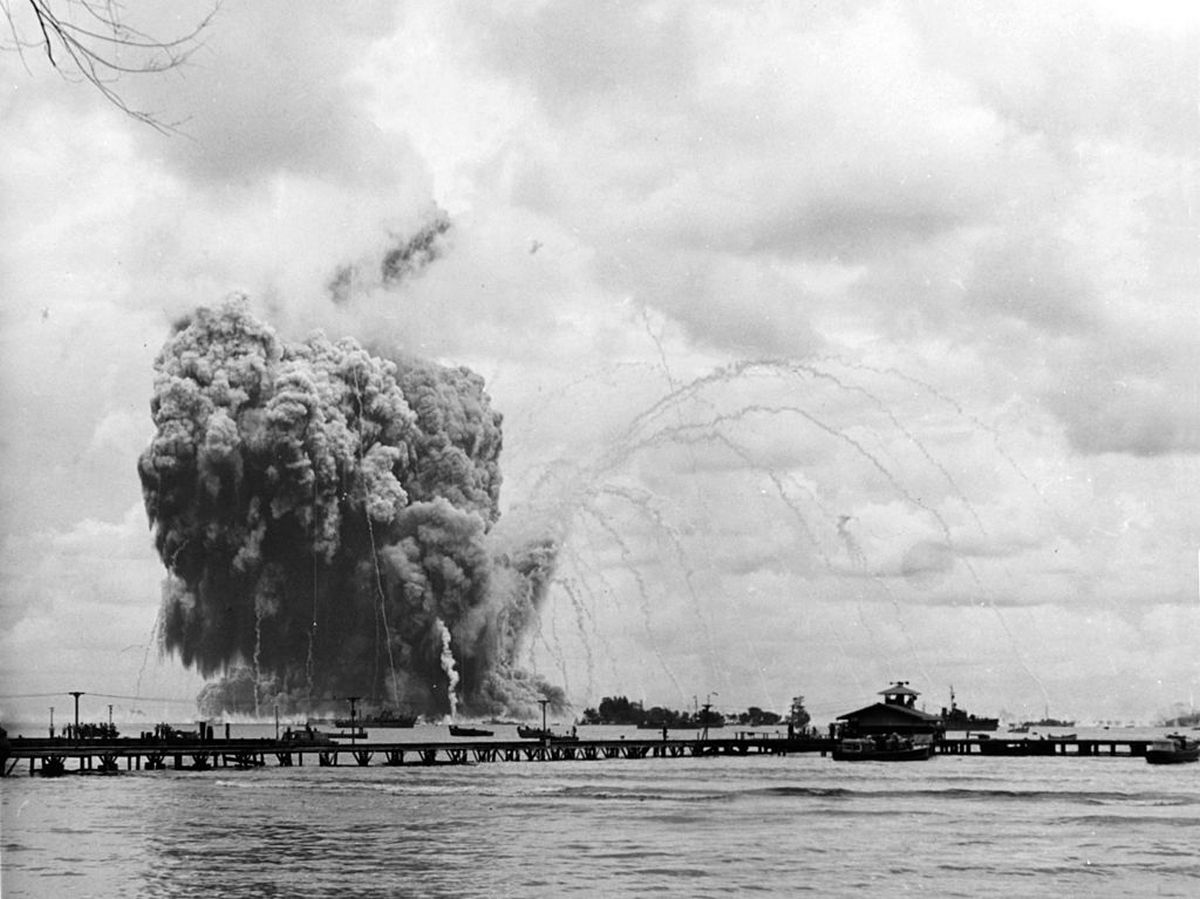 1944_november_1_uss_mount_hood_explodes_at_seeadler_harbor_papua.jpg