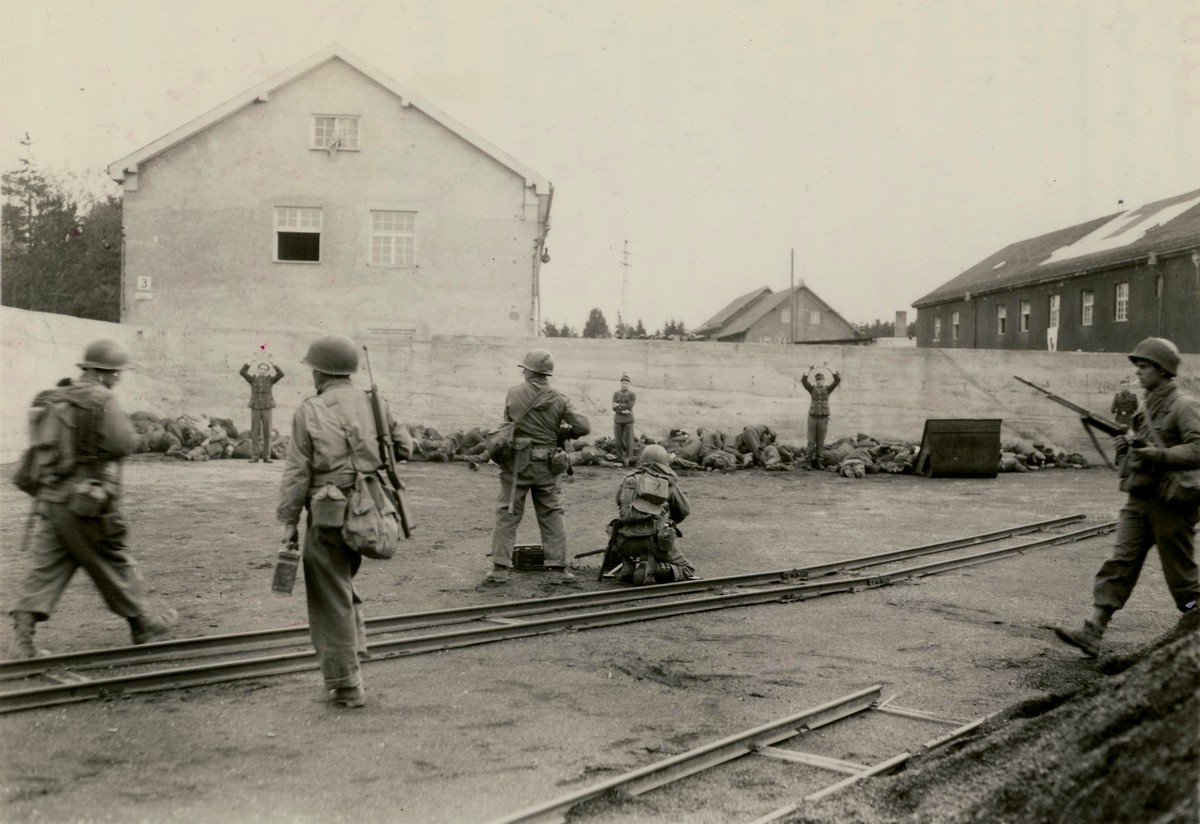 1945_aprilis_29_us_army_troops_executing_german_ss_guards_at_dachau_concentration_camp_germany_cr.jpg