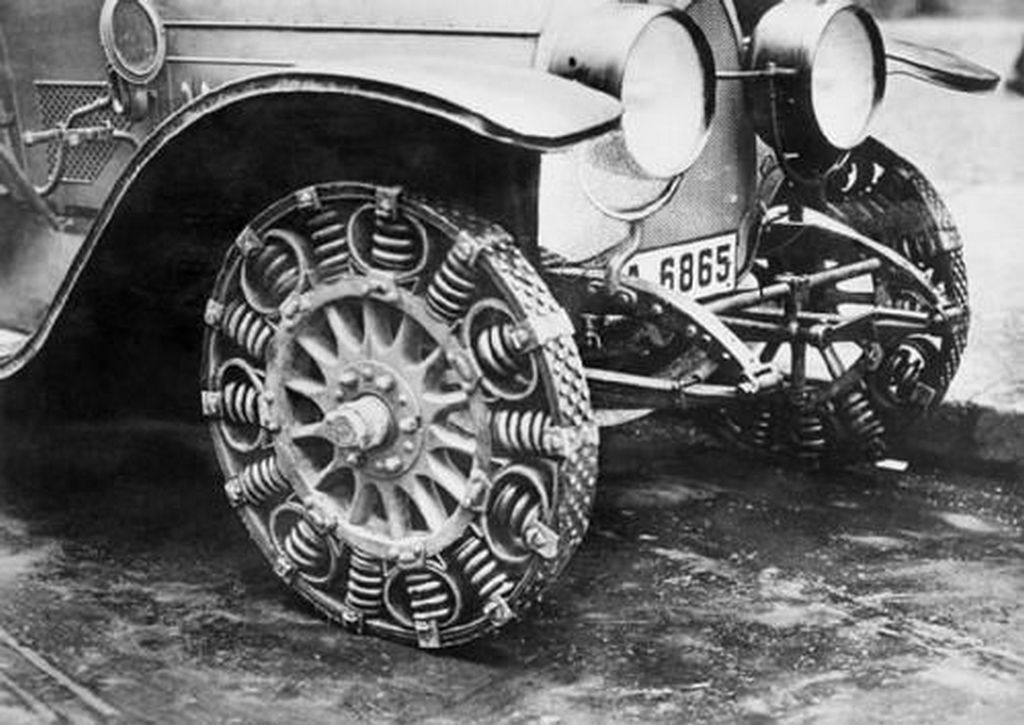 1917_a_close-up_of_the_steel_spring_tire_created_as_a_substitute_tire_because_of_a_shortage_of_rubber_in_germany.jpg
