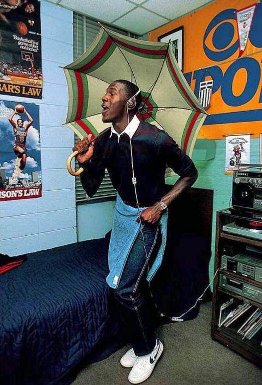 1983_michael_jordan_in_his_dorm_room.jpg