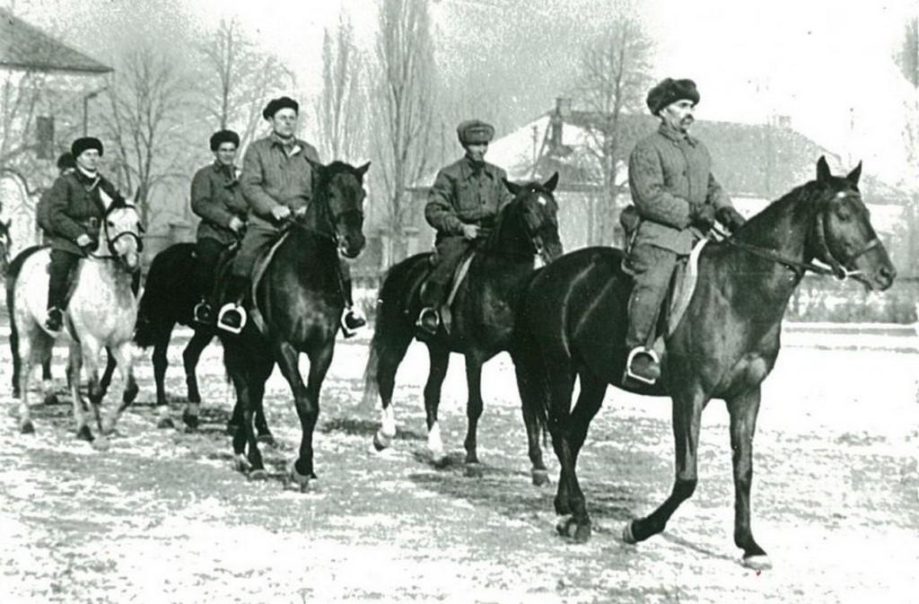 1956_november_pufajkas_karhatalmistak_ku