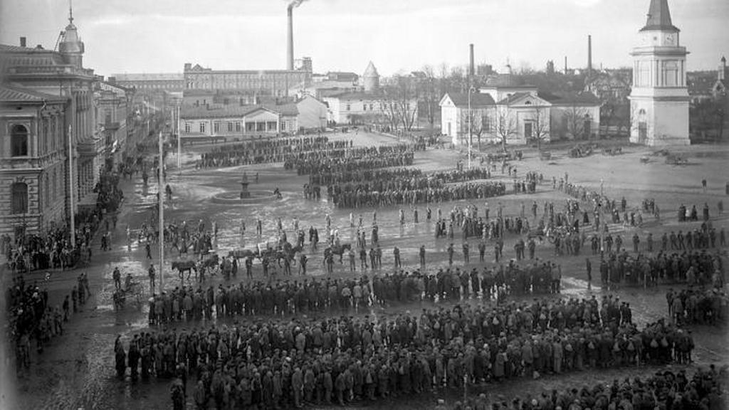 1918_letartoztatott_kommunista-szimpatizansok_es_funkcionariusok_tampere_foteren_finnorszag.jpeg