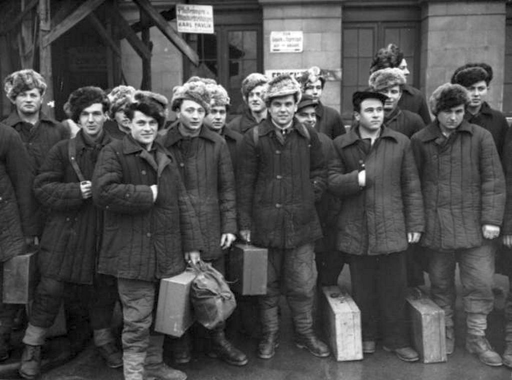 1950_szovjet_hadifogsagbol_hazatert_osztrakok.jpeg