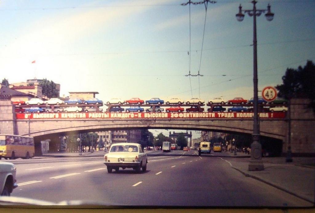 1970-es_evek_zsigulik_szallitasa_vasuton_leningradban.jpeg